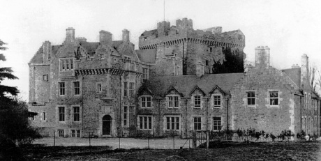 Comlongon Castle www.bogles.co.uk bogle ghost witch witchcraft magic goblinshead