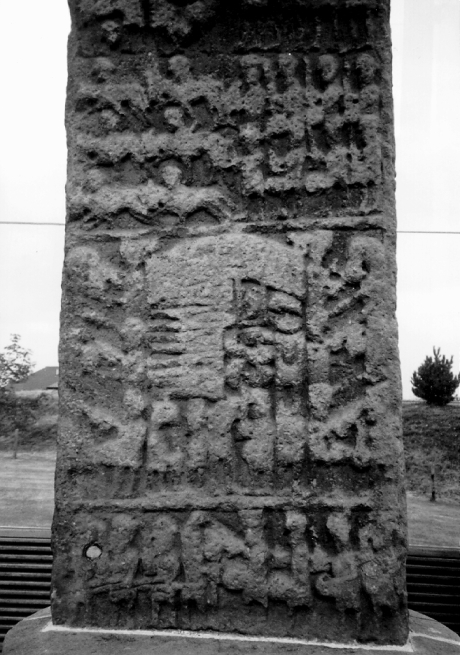 Sueno's Stone, Forres | Pictish sculpted stone | The Picts | Wee Guide | Duncan Jones| Goblinshead | 9781899874125 | © Martin Coventry